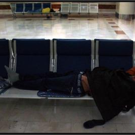 Španělsko den X. – Spaní na letišti Alicante a Stanstead v Londýně